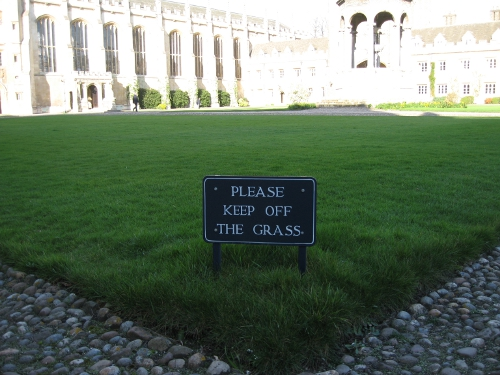 Please_keep_off_the_grass_Great_Court_Trinity_College_Cambridge